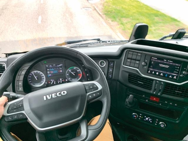 AMMATTILEHTI KOEAJAA: Iveco X-WAY ON AS440X48-E6d T/P 4x2 Hydrodrive - Tuottavan tyyilikäs