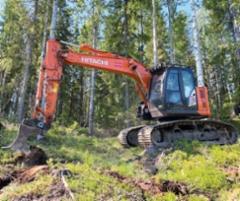 Metsäkuljetus Meriläinen tekee metsämaan muokkausta Hitachi kaivukoneilla