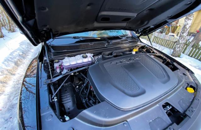 AMMATTILEHTI KOEAJAA: RAM 1500 TRX: 6,2 litran V8 HEMI SuperCharger remmiahtimineen on otettu Dodge Demon Hellcat mallista. Käyntiääni on kunnioitusta herättävä.