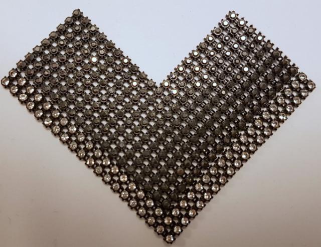 Nro 5 kivilovi pala harmaa tai musta ja 2 rivinen kirkas kivi kivikoko ss6 laattojen päälle hinta 80 euroa