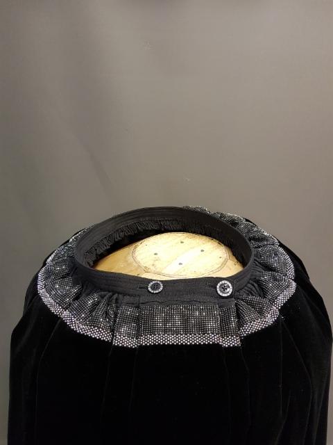 Nro 007 15 Rivinen harmaa kivinauha laattojen päälle vino 7 nauha laattojen päälle  leveys 6 m = 590 euroa 7.5 = 660 euroa 9 = 730 euroa ilman välikangasta välikankaalla +40 euroa