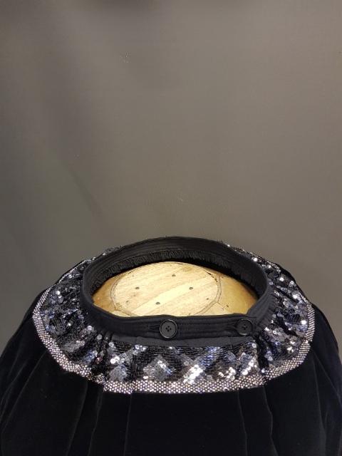 Nro 0012 Mustaharmaa salmiakki ruutu ja vino 7 leveys 6 m = 520 euroa 7.5 = 590 euroa 9 = 660 euroa ilman välikangasta välikankaalla +40 euroa kivinauha