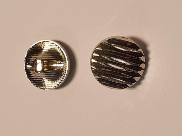 Kanta nappi hopea koko 1.5 cm hinta 0.30 euroa kpl