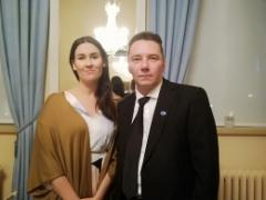 Edustaja Tiina Elovaara ja Ari