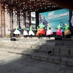 pyhajarvelainen_aija-baletti_joutsenlampi_rotuaarilla