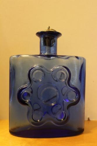 Antiikki pullo vuodelta