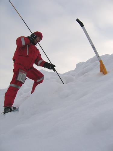 Lumivyöryn sondausta