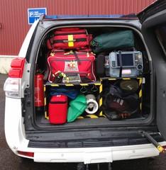 Maayksikössä on alkusammutus-, pintapelastus- ja ensihoitovälineet sekä kevyt pelastusvälinesarja. Lisäksi henkilöstölle on tarvittavat navigointi-, viestintä- sekä suojavälineet.