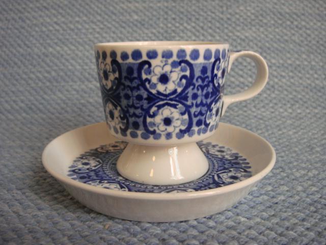 Ali kahvikuppi, jalallinen ja jalaton, sininen | Arabian vanhat astiat - Wanhat Kupit verkkokauppa