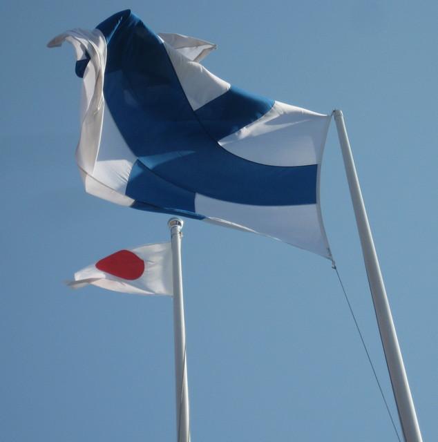 Suomen ja Japanin liput Fersenin saloissa