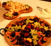 Juustoa ja hedelmiä