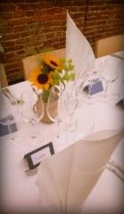 Auringonkukkia pöytäkukkina