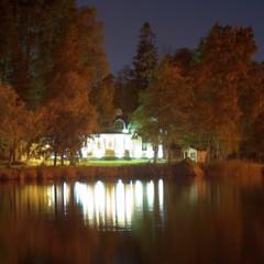 villa russka  by night