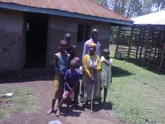 Täti lasten kanssa