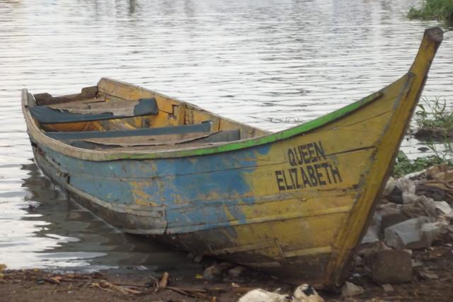 Queen Elisabeth Victoria järven rannalla