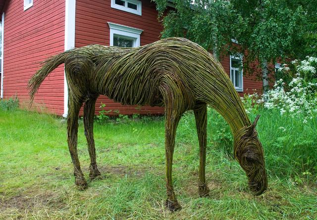 Pajusta tehty hevonen