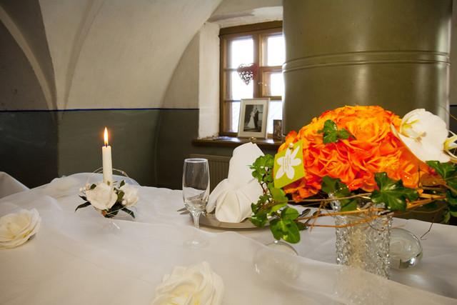 Pirunkirkko, morsiusparin pöytä