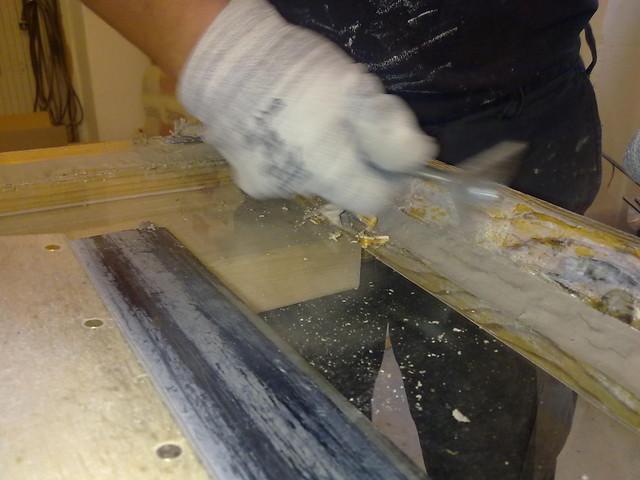 Suurin osa maalinpoistosta tehdään käsin lämmön avulla
