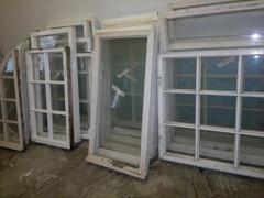Kaikki ikkunat ovat täyskunnostuksen tarpeessa