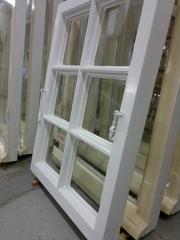 Sisäpuolelle laitettiin kondenssikittaus joka tiivistää ikkunan entisestään sek´tekee viimeistellyn ilmeen