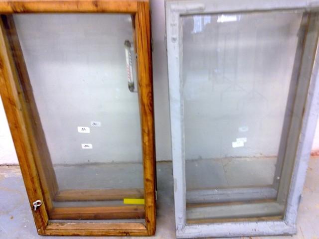 Kesähuvilan ikkunoita oli kolmea ikäkautta