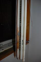 vaurioita lähes joka ikkunassa