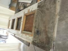 Kunnostustyö alkaa kaiken purkamisella ja kuntotutkimuksella. Alimmat peilit olivat olemattomat.