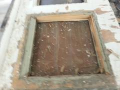Myös profiilit peilien ympärillä olivat osittain vaurioituneet tai lahot. Ne päätettiin uusia kokonaan.