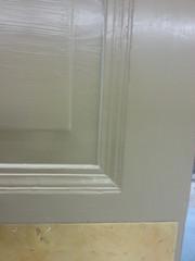 Uusi puupeili ja profiilit vanhasta sisäovesta maalauksen jälkeen.