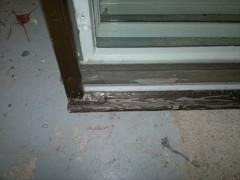 Kun kitti hiukan halkeilee ja maali irtoaa pohjastaan, on aika huoltaa ikkunat