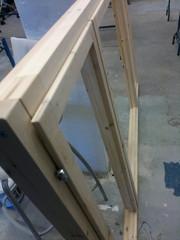 Yläkerran toinen ikkuna-aukko uusittiin karmeineen kokonaan