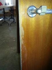 Ennen kunnostusta, ovissa käytön tuomia jälkiä luonnollisesti