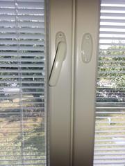 Kaikki ikkunat tiivistettiin silikonitiivisteellä osittain liimaten osittain jyrsittiin urat tiivisteelle
