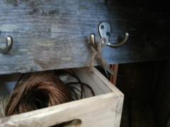 Naulakot vanhoista laudoista. Vanhaa lautaa saa myös metritavarana