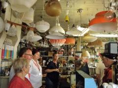 Retkikuva tutustumisesta vanhaan sähköliikkeeseen