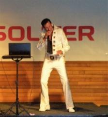 Illan esiintyjä Elvis