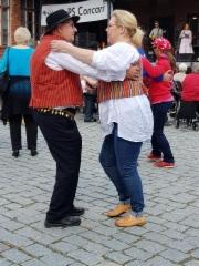 Tanssi sujuu solisti Annika Eklundin tahdissa