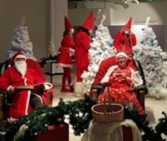 Joulupukki ja Muori Willa galleriassa 2020
