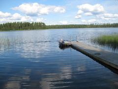 Der See Ylimmäinen neben dem Ferienhaus