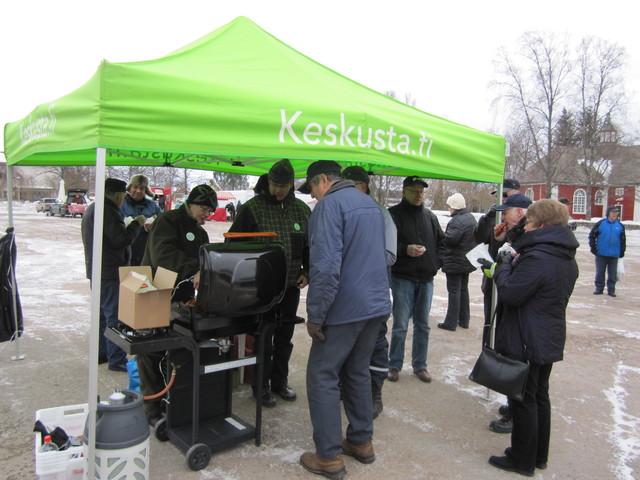 Kiertueella Karkkilan torilla 25.3.2011