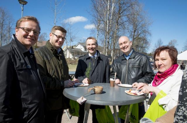 Suomi100-kuusen istutus