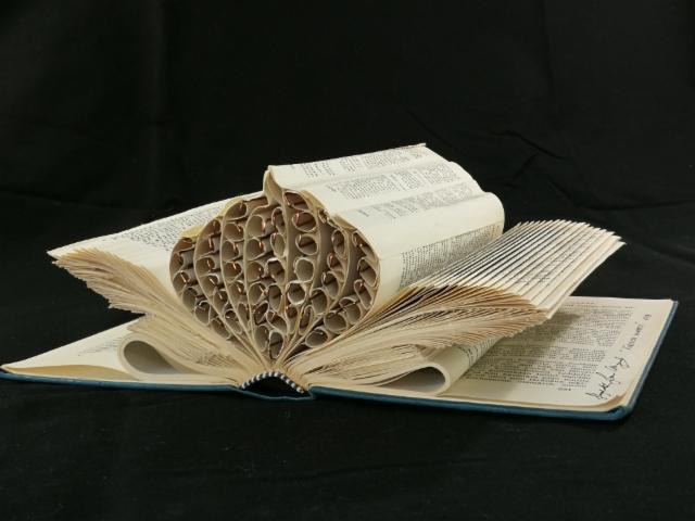 from_a_book_into_a_flower_artistsbook_2018_20x28x10cm