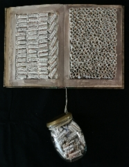 poetry_empowers_artistsbook_2018_40x32x7cm