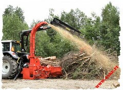 JAKE 800, Farmi 6185, wood chipper on 3-point linkage, Valtra T2