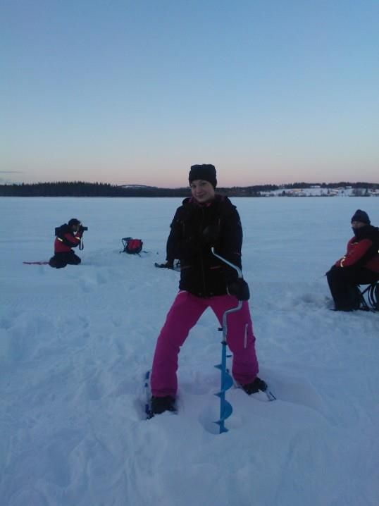 ice-fishing_at_luosto.jpg