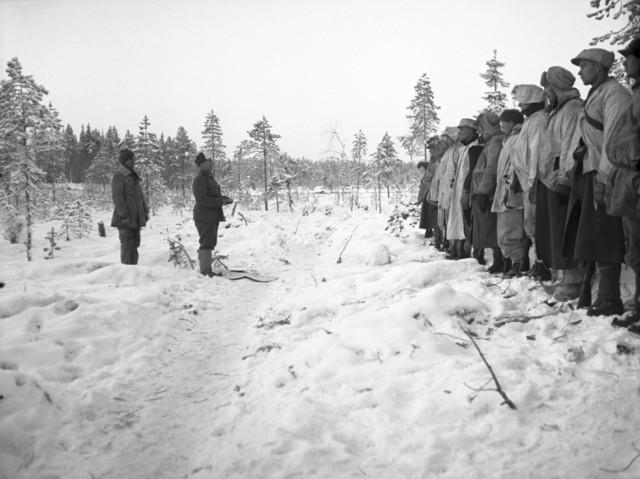 Christmas mass at Kollaa in 1939, led by Antti Rantamaa.