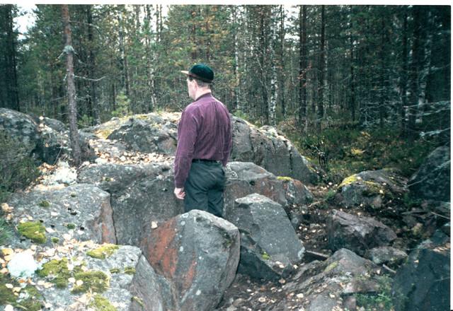 Sauli Nieminen at Simo Häyhä's shooting spot in Kollaa.