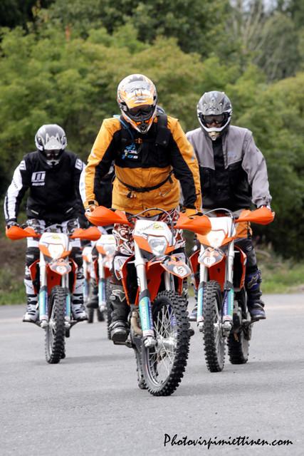 pyörän hallintaan tutustutaan turvallisesti ennen maastoon menoa