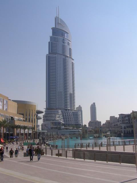 Dubai mall - tavaratalo vasemmalla