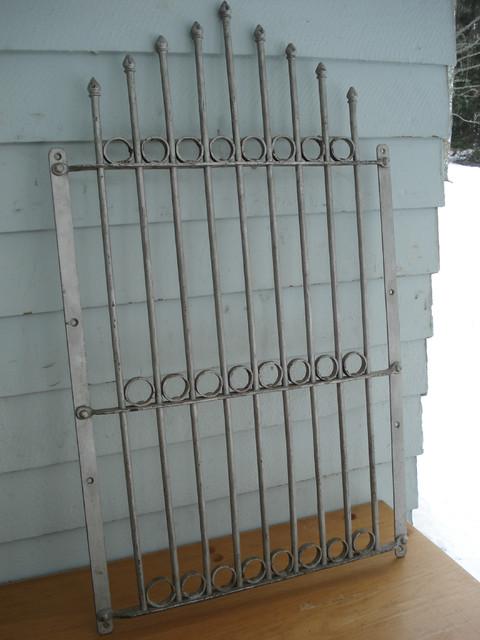 Rautainen ovilasinsuojus